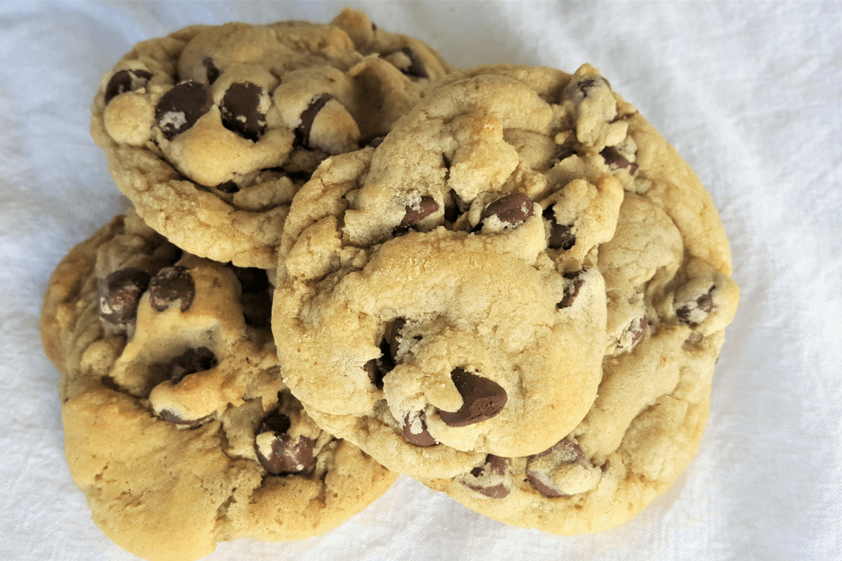 chocolate chip cookies-featured image
