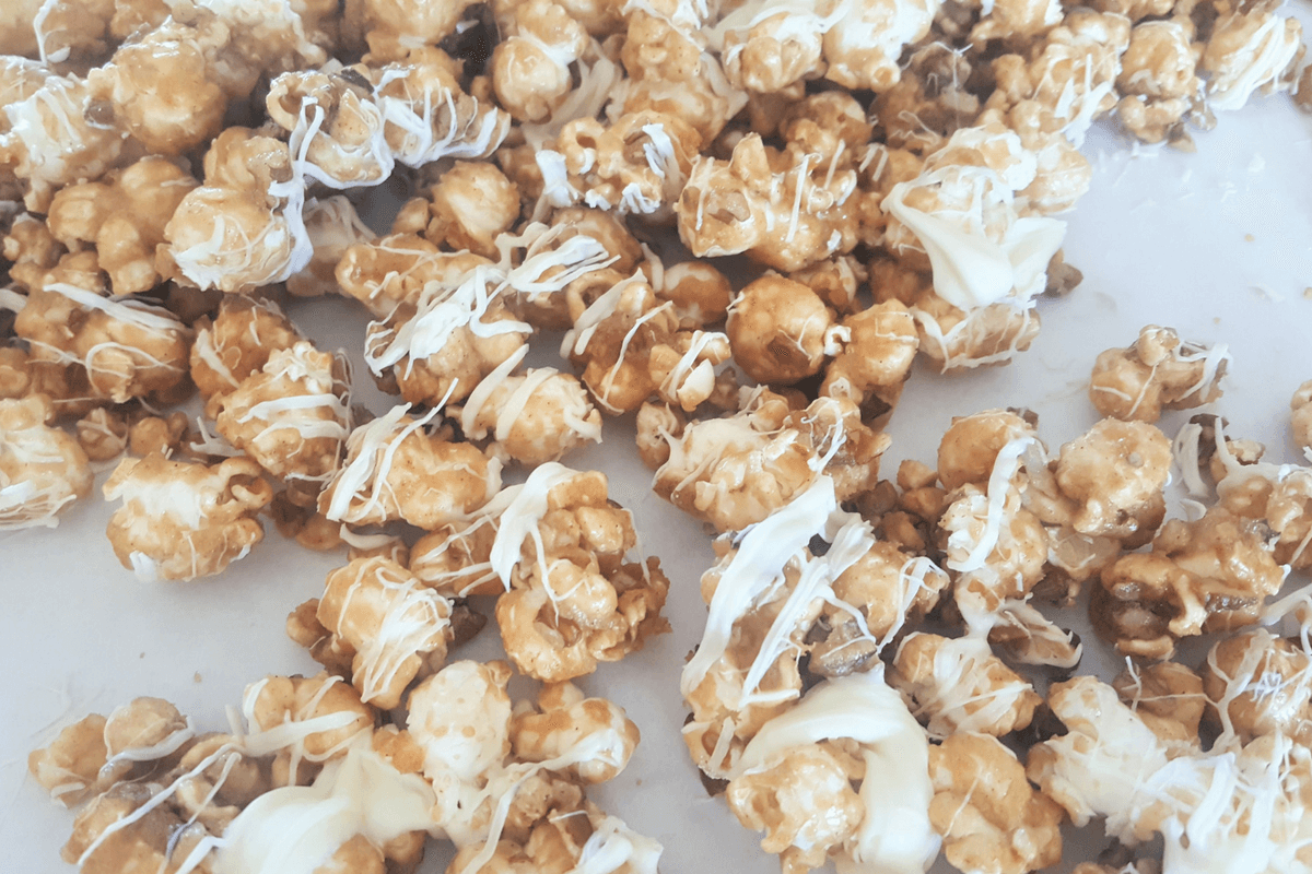 cinnamon caramel corn-featured image