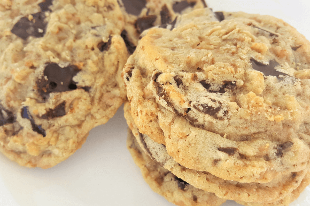 oatmeal toffee cookies-featured image