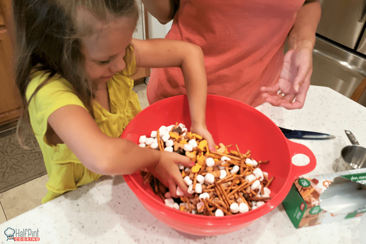snack mix-mixing